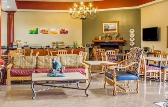 Quality Inn Tucson Airport - Lobby and Breakfast Area