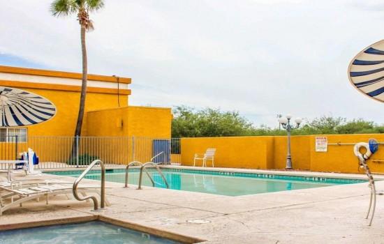 Quality Inn Tucson Airport - Pool and Hot Tub